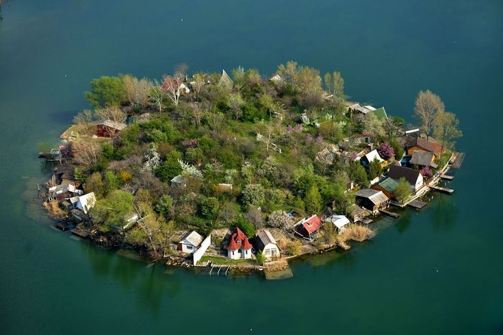 HUNGARY. Kerek erdő helyett kerek sziget - Budapesthez közel, Szigetszentmiklós határában…