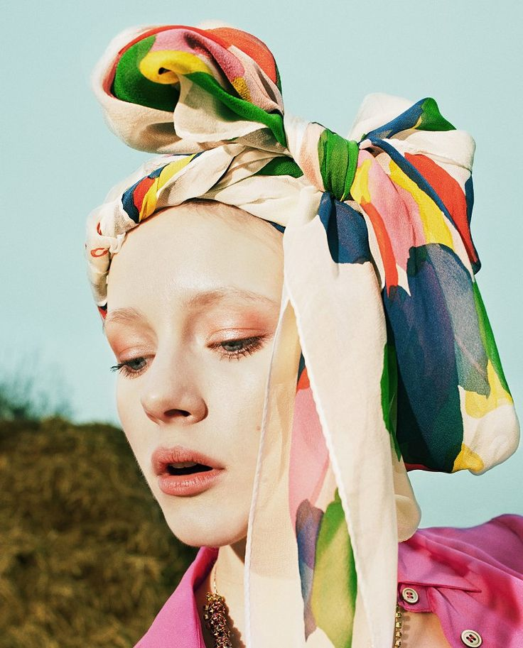 Gorgeous printed scarf by miumiu, with colourful brushmarks #fashion #editorial