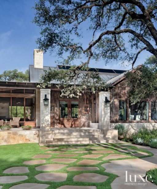 Best 25 ranch house exteriors ideas on pinterest ranch for Hill country classic homes