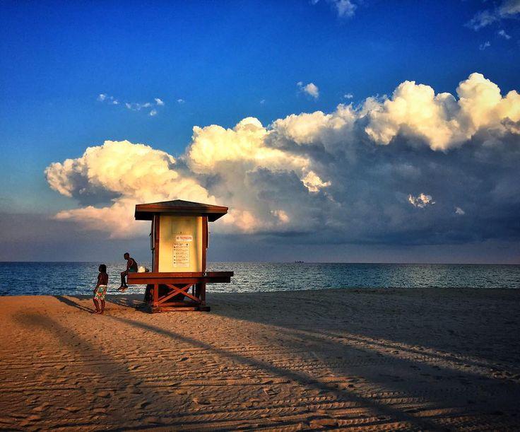 """65 тыс. отметок «Нравится», 132 комментариев — Андрей Бедняков (@biedniakov) в Instagram: «""""Здравствуй,Небо!здравствуй,Море....облака..."""" Здравствуй,Бургер! Здравствуй,кола...и БОКА...…»"""