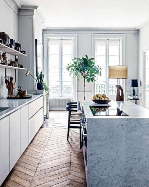 Speaking of gorgeous kitchens, this beautiful flat in Lyon, France has a prime example of stylish but still warm and inviting kitchen.…