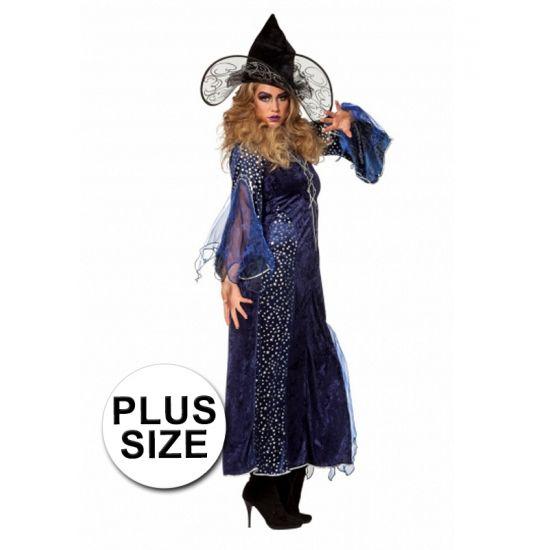 Grote maten heksenjurk paars. Een elegante lange paars/blauw met zwarte heksenjurk voor dames. Van deze heksenjurk zijn delen van de lange mouwen en onderrok zijn doorschijnend in paars/blauw. De mouwen en de rok zijn (deels) bedrukt met kleine sterretjes. Exclusief hoed.