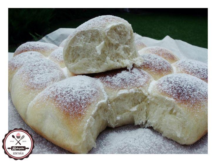 Lágy, vaníliás tészta, krémes túrótöltelékkel.... Uzsonnára tökéletes. :)