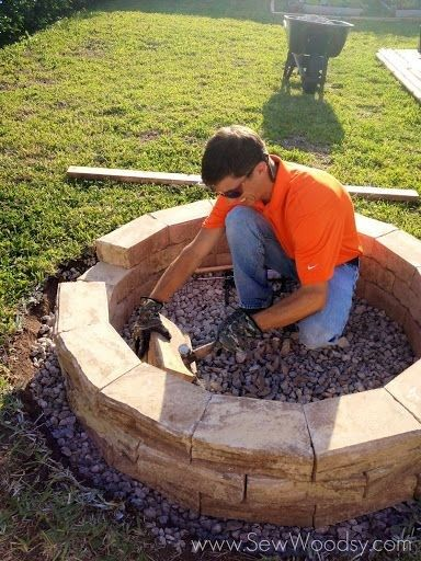 How to build an outdoor fire pit for less than $200! Daughter has been wanting one of these for a long time... ,
