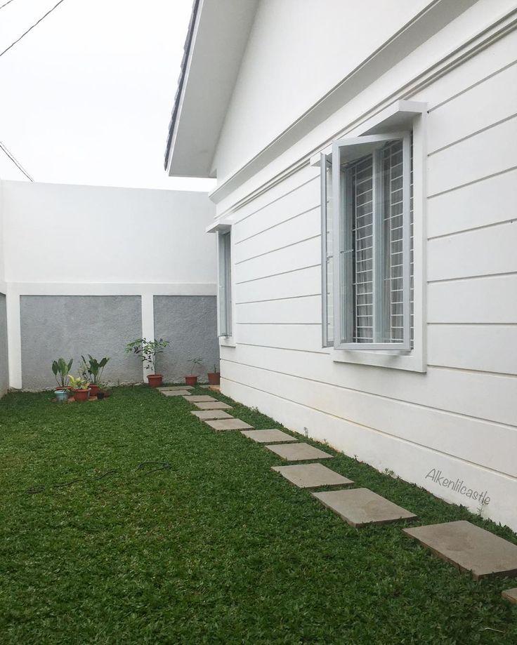 Halaman rumah yang masih plain baru ada hamparan rumput 😅belum sempet beli2 tanaman ... next project ngurusin taman deh .. . . . . . . . . #alkenlilcastle #morningview #morning #grass #rumput #tanamanbikinhappy #homedecoration #homedesign