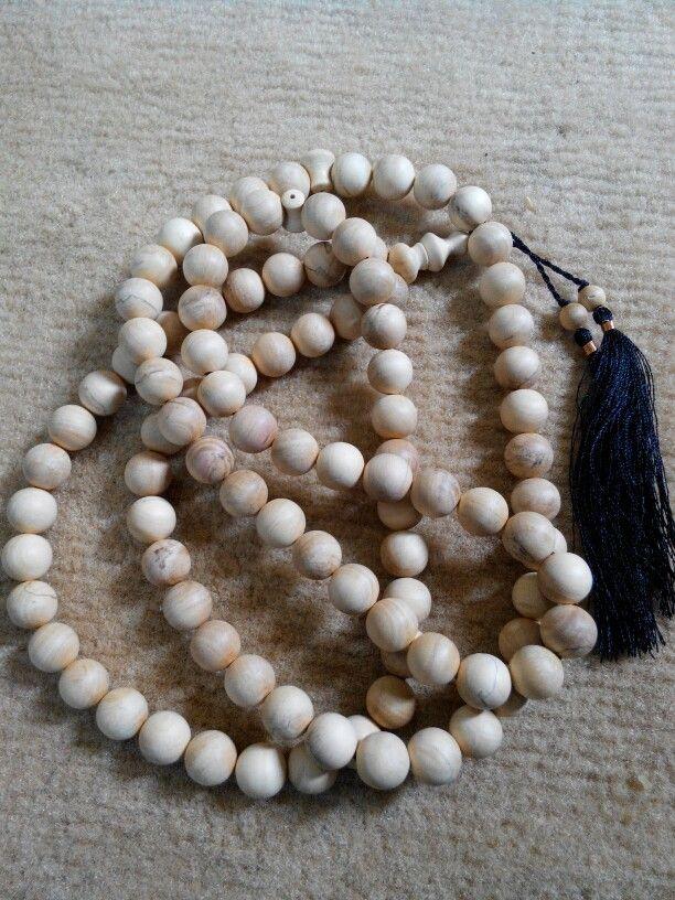 Tasbih Cendana 12mm isi 99 butir. Check www.indonesianhandycraft.com Or +6281310620913 Bbm 54A4EEA2
