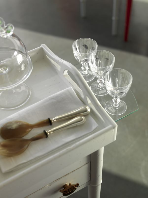 TC065 table with shiftable tray for serving your cakes with elegance and simplicity . marchettimaison.com