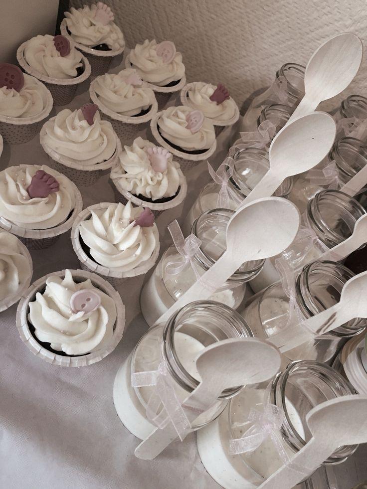 #babyshower #dessert #pannacotta #jar #cupcakes #babyfeets #button
