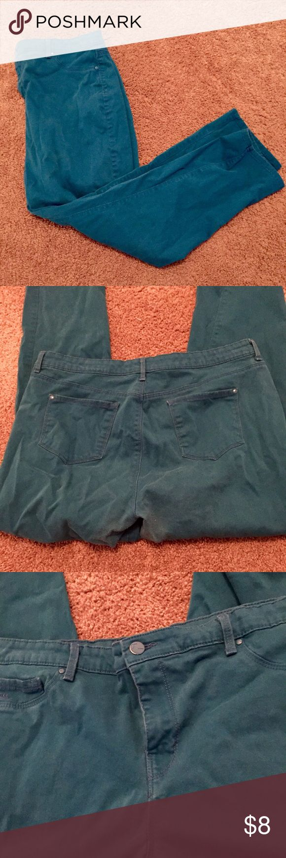 Gloria Vanderbilt Sadie Slim Teal Skinny Jeans Great pair of comfortable slim cut jeans, in a super-fun bright teal color. Great for casual wear but nice enough for a work environment as well! 💖😊 Gloria Vanderbilt Pants Skinny