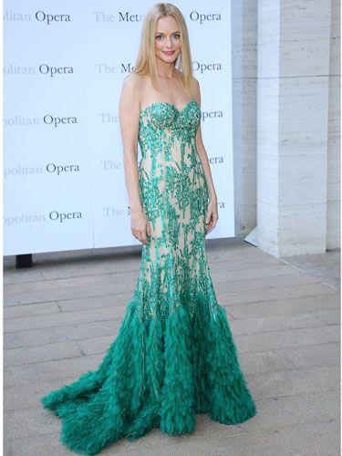 Heather Graham dazzles in emerald green www.bibleforfashion.com #bibleforfashion