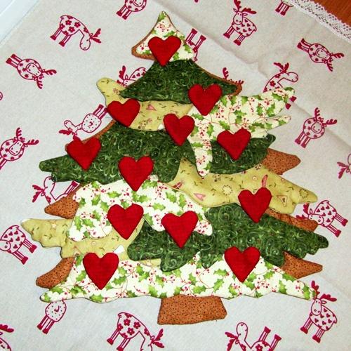 Per sfizio ma non solo: Cucito creativo - albero di Natale in tessuto con decorazioni a cuore