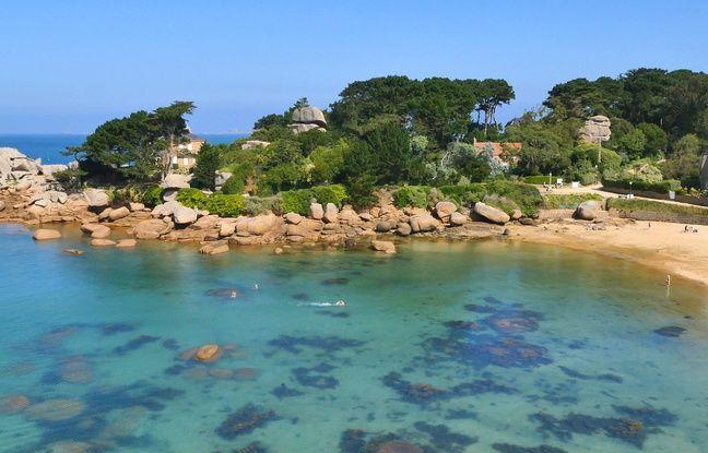 La plage de Saint-Guirec à Ploumanac'h, Bretagne.