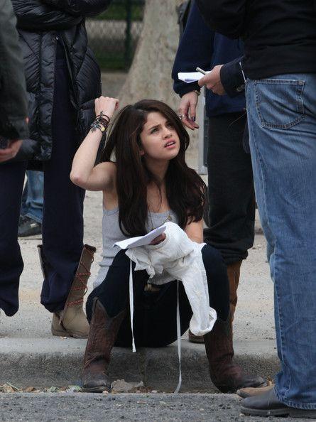 Leighton Meester Photos - Leighton Meester, Selena Gomez and Katie Cassidy Film 'Monte Carlo' - Zimbio