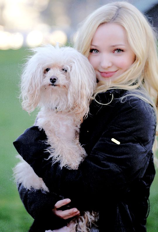 Dove Cameron !!!!! So cute