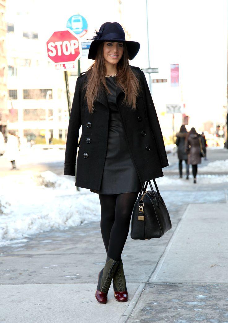 13-feb-13 USEI - Vestido de Couro: Zara / Chapéu: Forever21 / Colar: Zara Bota: FENDI / Bolsa: Givenchy / Casaco: Calvin Klein