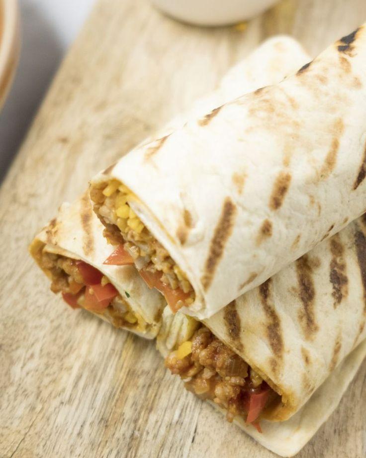Burrito's met kip, cheddar en tomaat