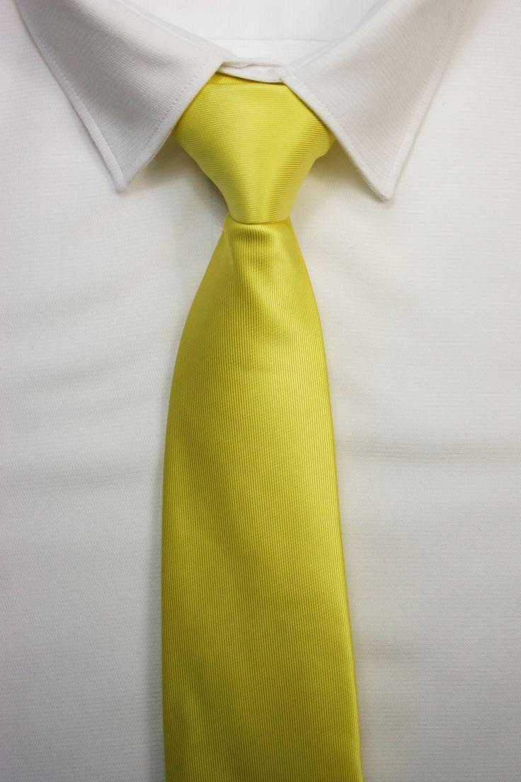 corbata amarilla https://www.corbatasygemelos.es/corbatas-monocolor/433-corbata-amarilla-intenso.html