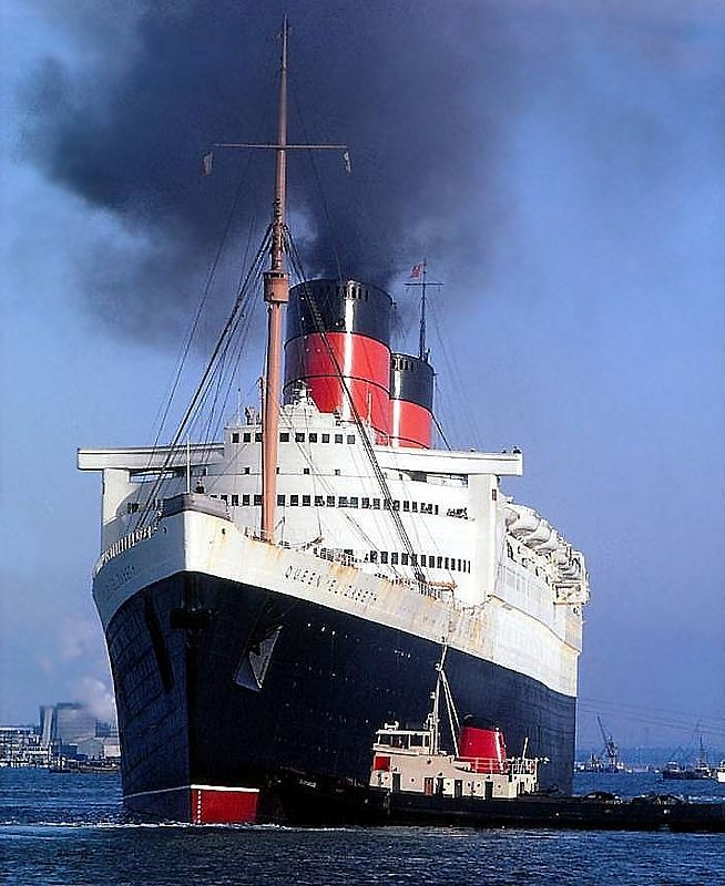The magnificent RMS Queen Elizabeth (1940) One of the finest ocean  liners of all time.
