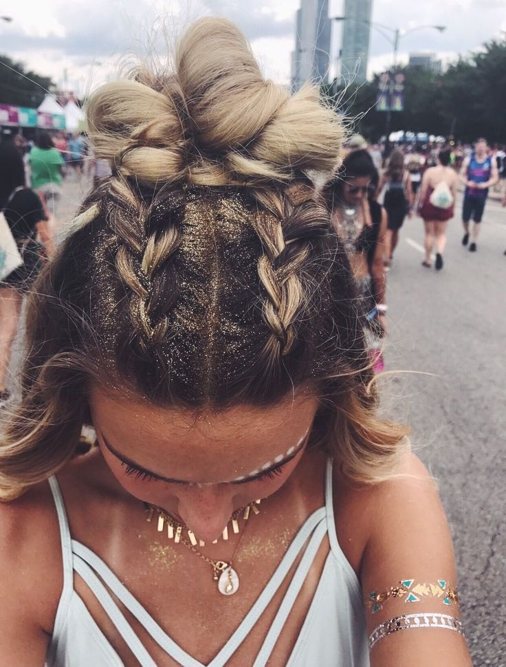 Yeah, coole Festival Glitter Frisur selber machen | Offenes Haar mit zwei Flecht…