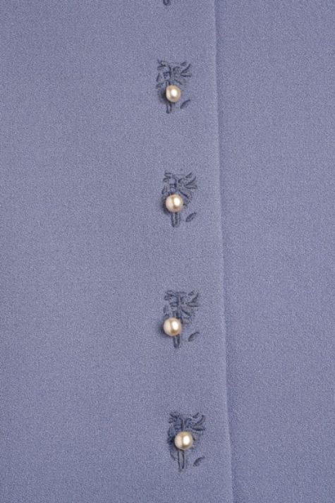 Embellish your buttonholes with this embroidery technique from Jennifer Stern.