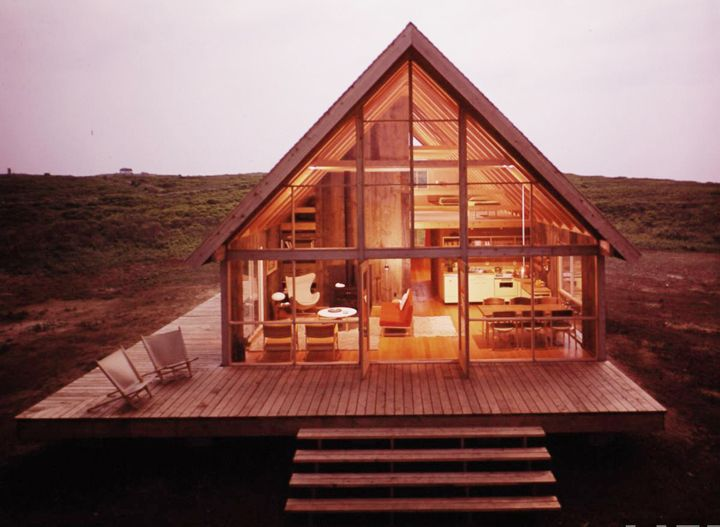The first time I've ever been interested in an A frame home. I really want to build one now.
