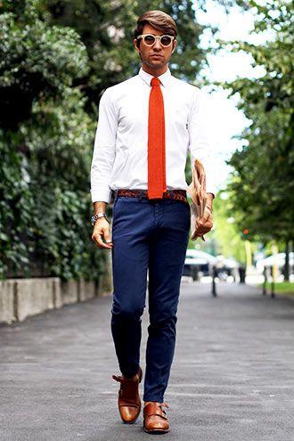 ネクタイの着こなし・コーディネート一覧【メンズ】 | Italy Web ... ネクタイ+ネイビーチノパンという、実は若干カジュアルダウンしているこのコーディネートは、ビジネスカジュアルにも応用できる。  ポイントはベルトと靴の色を ...