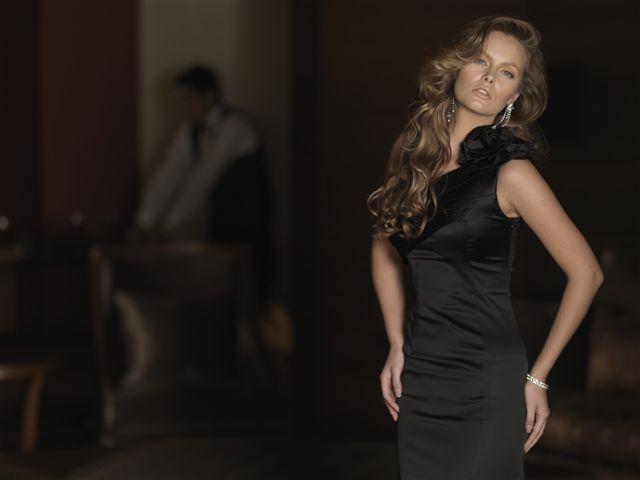 En sevdiğiniz renk ne olursa olsun, siyah vazgeçilmezdir; Alchera'nın siyah elbisesiyle siz de vazgeçilmez olun.   Whatever  your favourite color may be, black is indispensable; Be indispensable with black Alchera's black dresses.   Каким бы ни был ваш любимый цвет, черный остается цветом, без которого не обойдется ни один гардероб,  в черном платье  от ТМ «Алчера» вы будет выглядеть  неподражаемой.