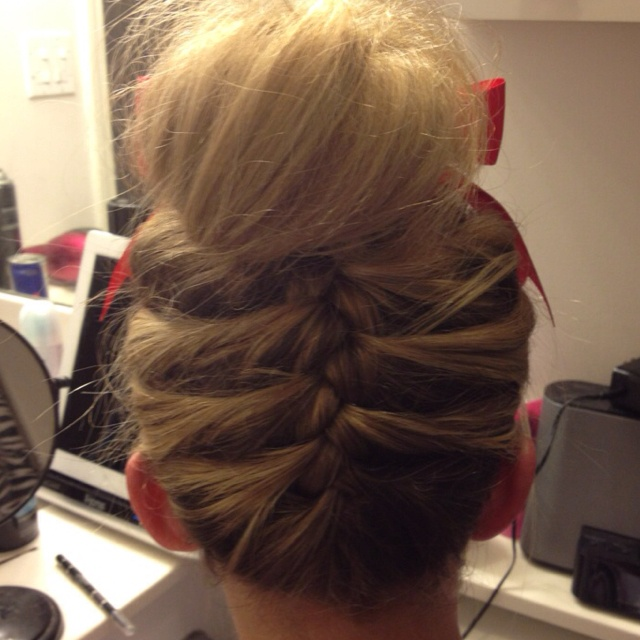 really hair styles for 77 best images about cheer hairstyles on 8734