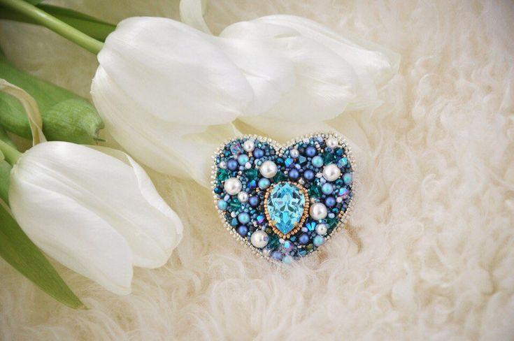 BROOCH HEART SWAROVSKI blue exclusive jewelry Accessories brooch coeur brodée unique bleu par JewelrybeadsTresors sur Etsy https://www.etsy.com/fr/listing/574254150/brooch-heart-swarovski-blue-exclusive