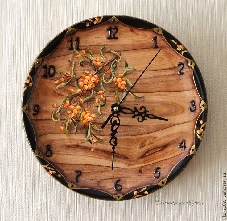 """Часы """"Облепиха"""". Основа часов из дерева карагач с красивой интересной текстурой. Автор - Ольга Украинская"""