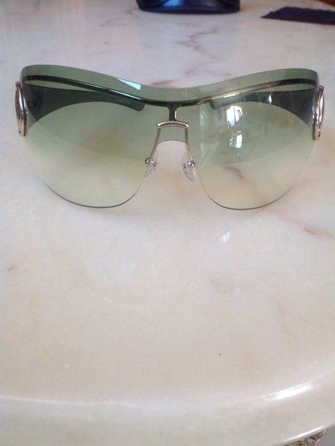 Lunettes de soleil parfait état ! de marque Gucci. Taille  à 45.00 € : http://www.vinted.fr/accessoires/lunettes-de-soleil/50150763-lunettes-de-soleil-parfait-etat.