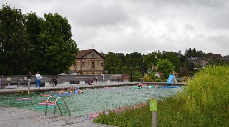 """""""Des roseaux, des iris, des minéraux filtrent l'eau. À la piscine de Rugles, on peut piquer une tête sans se frotter aux produits chimiques. Unique en Normandie.""""... http://www.ouest-france.fr/normandie/en-normandie-une-piscine-ou-nage-bio-4347094"""