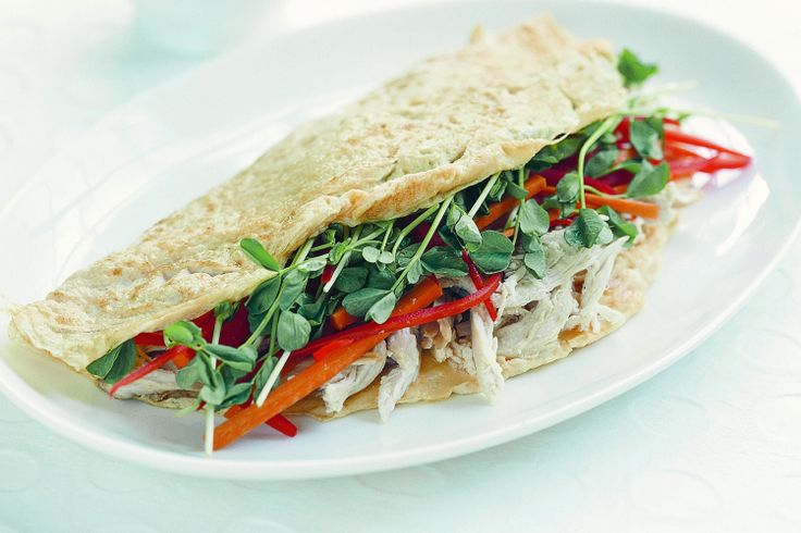 Fast and delicious, this Asian chicken and vegetable omelette is a hearty and healthy lunch idea.