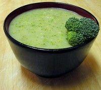 6 bloemkool broccoli soep beetje olijfolie 1/2 ui in stukken zout en peper naar smaak 1 soepkom broccoli roosjes 1 soepkom bloemkool roosjes 1 teen knoflook (fijn gehakt) 2 eetlepels peterselie (fijngehakt) 1 liter kippenbouillon of groentenbouillon