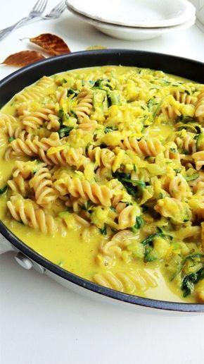 Bered jer: Det er endnu engang pasta-tid. Og jeg har en ret i ærmet, som jeg selv har aldeles stor optur over! Denne ret var én, jeg fandt på, da jeg i weekenden havde uretfærdige tømmermænd. Jeg var i akut mangel på noget salt og snasket mad, men jeg havde lovet mig selv, at jeg …