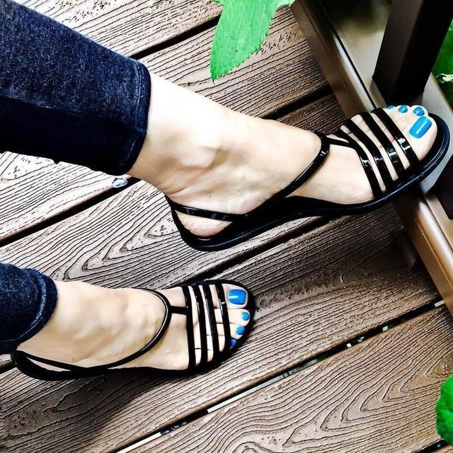 b84a18196 Throw back Thursday to blue toes and  crocs ☺ 💙👣 . By the way I think I m  going to periscope for a few minutes today 🎥👍🏻 .
