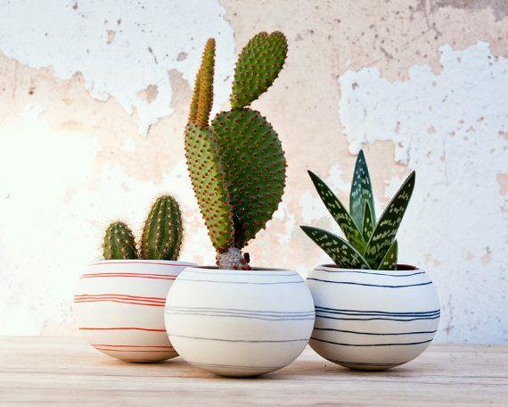 planteur de cactus en céramique rayures orange. porcelaine par wapa