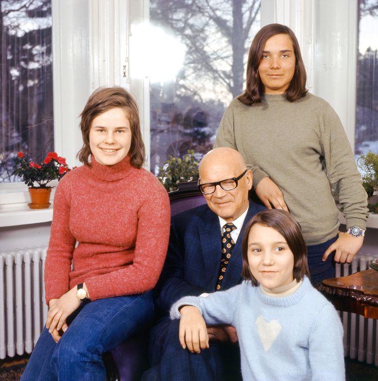 1973 - Harvinaiset kuvat! Urho Kekkonen ja lastenlapset Eevassa - Eeva