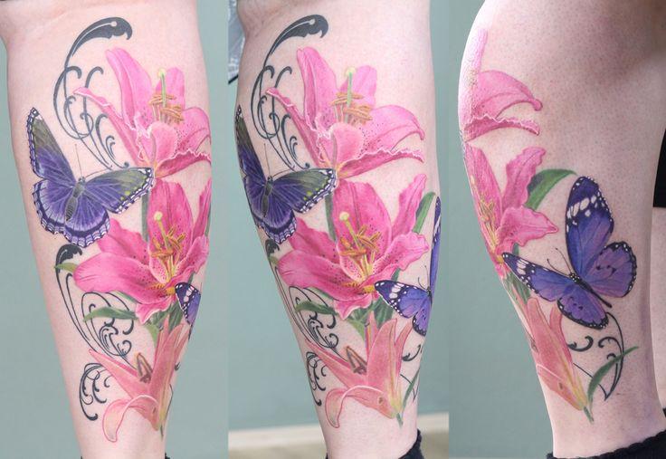 Ein buntes sommerliches und feminines Motiv gestochen von Misha R Tattooartist! Colorful and summery #girly motive done by Misha R Tattooartist! #livingillustrations #düsseldorf  #instatats #inkedbabes #tattooedgirls #ilikegirlswithtattoos #inkedup #lady #blumentattoo #flowertattoo #lillytattoo #lilientattoo #schmetterlingtattoo #girlystuff #girlytattoos #mädelssache #tattoodüsseldorf #besttatoos #tattoooftheday #inkspirations #mishartattoo #germantattooers #realistictattoo #realismus