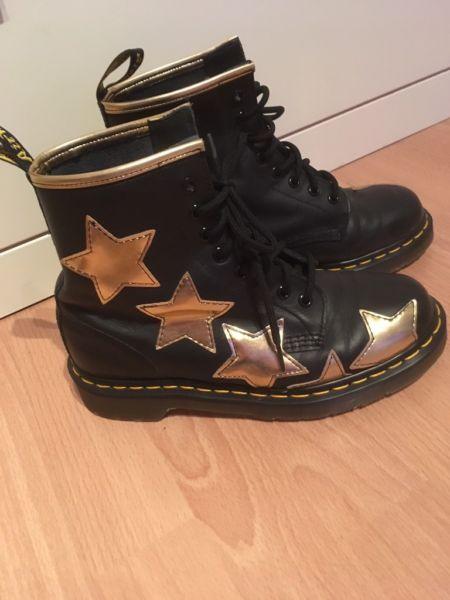 d3462b1ba48 1-2 Mal getragene Dr. Martens Stella Boots mit goldenen Sternen. Wie ...