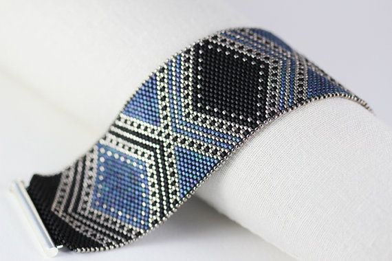 Peyote Pattern Josephine Bracelet in Black by SabriyeCreative