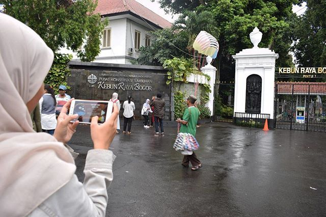 #repost from @nandaijong  @nandaijong, yuk ajakin keluarga dan teman kamu untuk ikutan lomba EMCO, lomba di perpanjang lho sampai 17 Agustus 2017 👍Lagi maen game COLORTORIAL dari @emcopaint, online terus dimana pun. Ini level terakhir lhoo di Pulau Jawa, level 35! Banyak kan? . ☘ Siapa yang tau nama latin dari Ikan Bandeng? Baca aja fakta uniknya di game ini level yang ke - 35 yaaa! ☘ Kalian juga harus ikutan, @anneziamays @mcutelie @aprilpur @andijuan_ @emcopaint #EMCOLUX #COLORtorial…