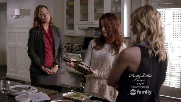 Lesley Fera (Veronica Hastings) , Laura Leighton (Ashley Marin) , & Ashley Benson (Hanna Marin) - Pretty Little Liars