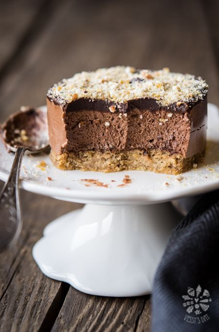 These chestnut chocolate mini cakes are heaven! Chestnut cake crust, amazing, light as air chocolate mousse, dark chocolate and nuts.