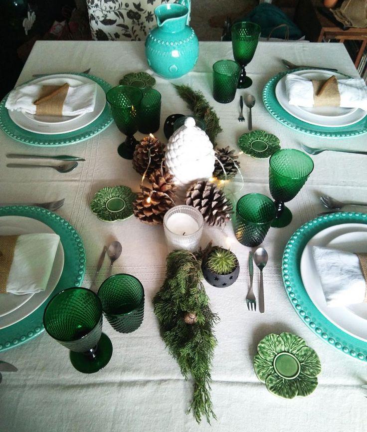 Mesa de Natal original. Em tons de verde e verde água.