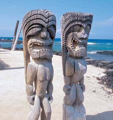 Hawaii beach carvings