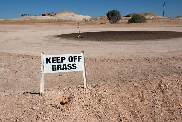 The Outback Golf Course. | 47 Signs You'll Only See In Australia