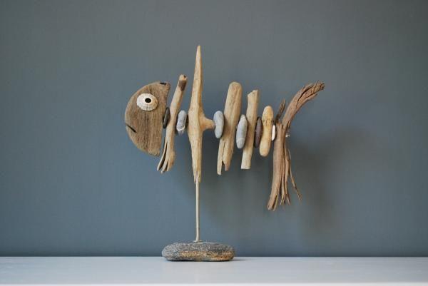 Drijfhouten vissen als kunstwerk van Marcel Dijker