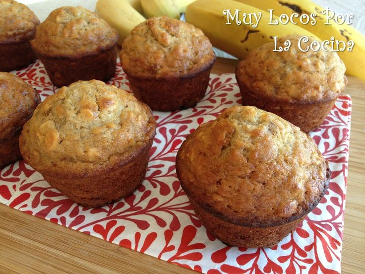 Twittear     Estos muffins están hechos con puré de plátano y aromatizados con vainilla. Además contienen avena, que los hace sa...