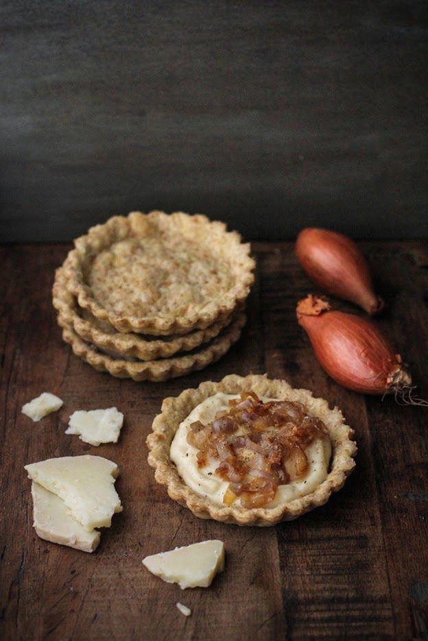 - VANIGLIA - storie di cucina: tartellette integrali al vino bianco, con besciamella al formaggio di fossa e scalogno caramellato